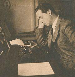 Karl Ragnar Gierow ved sin skrivemaskine i begyndelsen af 1940'erne.
