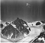 Gilkey Glacier, horn between branches of valley glacier, icefall and bergschrund, August 31, 1977 (GLACIERS 6340).jpg