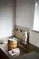 """Glassmaskin. Avståndsbild. Utställningen """"Smak av svunnen tid"""" år 2007 - Hallwylska museet - 86285.tif"""