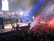 I Guns N' Roses in concerto. Anche loro chiesero la sua collaborazione