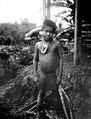 Gosse med silverbeslagna örontrissor. Rio Pasuto. Colombia - SMVK - 004062.tif