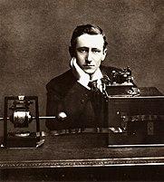 Guglielmo_Marconi_posing.jpg