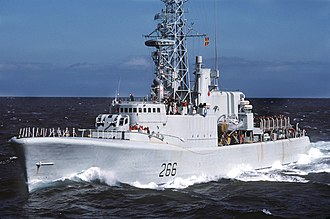 Annapolis-class destroyer - Image: HMCS Nipigon (DDH 266) underway on 1 September 1985 (6409100)