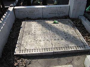 Hamo Beknazarian - Hamo Beknazaryan's grave in Armenian Cemetery of Moscow