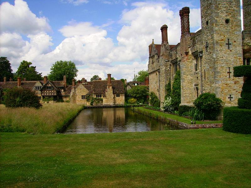 File:Hever Castle & cottages over moat.JPG