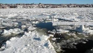 File:High tide Saint Lawrence.ogv