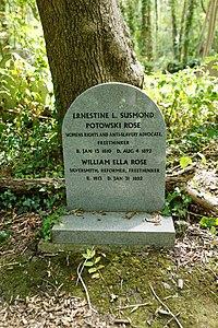 Highgate Cemetery - East - Rose 01.jpg