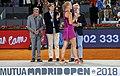 Higueras entrega el premio Mutua Madrid Open a Kvitova, la primera tenista tricampeona del torneo 06.jpg