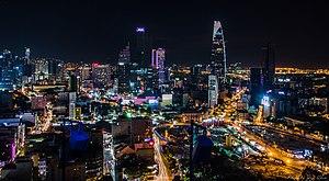 Horizonte do distrito 1 da cidade de Ho Chi Minh fotografado à noite