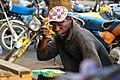 Homme Africain mangeant du Ndolè dans la rue à douala.jpg