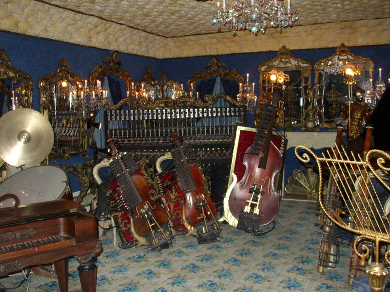 File:House on the Rock automated instruments.jpg