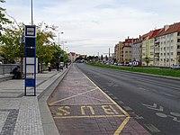 Hradčanská, autobusové stanoviště, odpředu.jpg