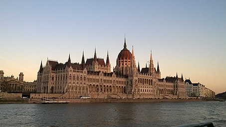 Hungarian Parliament Building in 2015.jpg