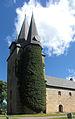 Husaby kyrka Torn med murgröna 6000.jpg