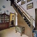 Interieur, ruimte bij boudoir met trap naar verdieping - Leens - 20373187 - RCE.jpg