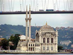 Ortaköy Mosque - Image: Istanbul Bosporus Brücke über Ortaköy Moschee am Bosporus
