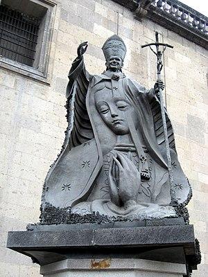 Francisco Cárdenas Martínez - John Paul II statue by Cárdenas Martínez at the Mexico City Metropolitan Cathedral.