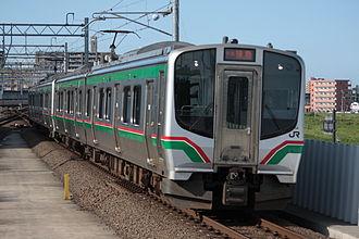 Tōhoku Main Line - An E721 series EMU pulling into Nagamachi Station