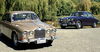 Jaguar 420 and Daimler Sovereign (1966–69) - 1968 Jaguar 420 (left) and 1967 Daimler Sovereign (right)