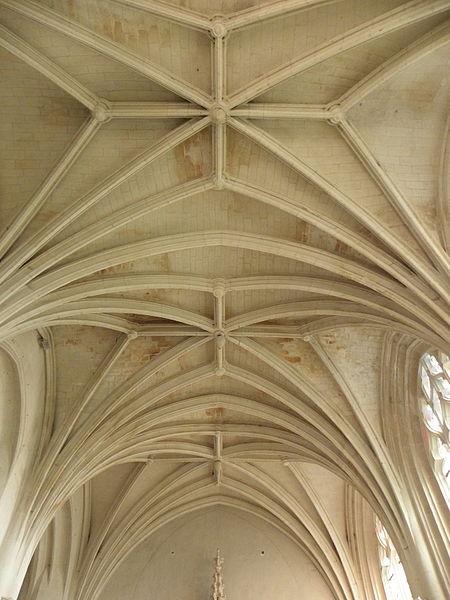 Voûtes de la chapelle seigneuriale de la collégiale Saint-Cyr et Sainte-Julitte de Jarzé (49).
