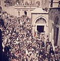 Jeruzalem. Pelgrims op Goede Vrijdag op weg in de Via Dolorosa in Jeruzalem, Bestanddeelnr 255-9828.jpg