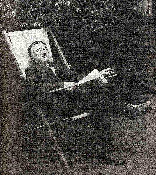 File:Josef Suk sitting028.jpg