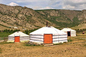 The Amazing Race 10 - One of the Detour choices in Mongolia involved disassembling a traditional nomadic yurt.