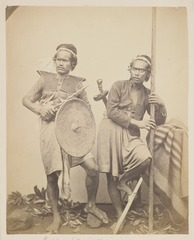KITLV 4388 - Isidore van Kinsbergen - Two warriors, Boeleleng - 1865.tif