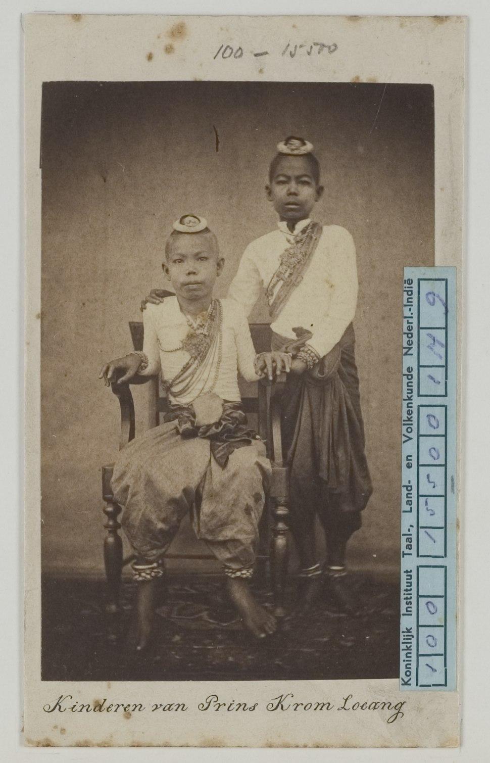 KITLV 6553 - Isidore van Kinsbergen - Sons of Crown Prince Krom Loeang of Siam, Bangkok - 1862