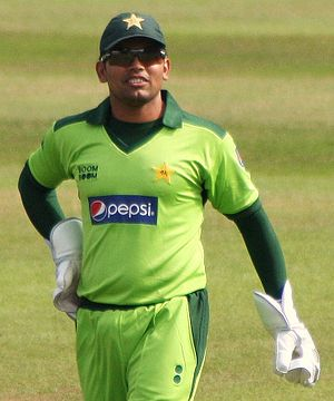 English: Kamran Akmal keeping wicket for Pakis...