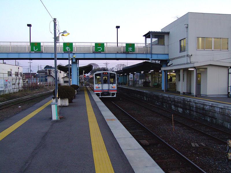 File:Kanto-railway-Shimotsuma-station-platform.jpg