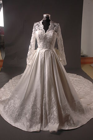 Wedding dress of Kate Middleton - Chinese replica of the dress offered for sale to the public four weeks after the Royal Wedding