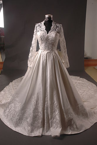 Wedding dress of Catherine Middleton - Chinese replica of the dress offered for sale to the public four weeks after the Royal Wedding