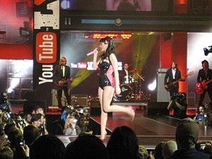 Deutsch: Katy Perry bei einem Auftritt (2008)