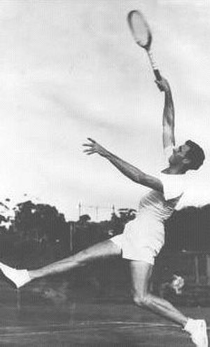 Smash (tennis) - Ken McGregor hitting a smash in the early 1950s