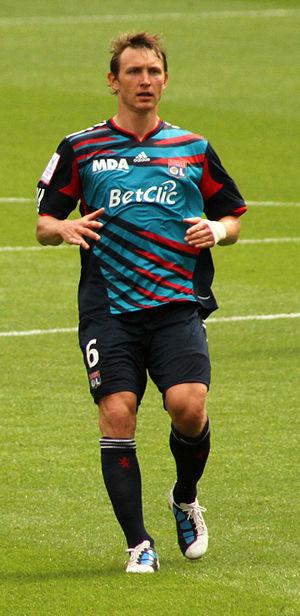 Kim Källström - Källström playing for Olympique Lyonnais in 2010.