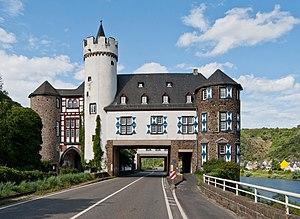 Kobern-Gondorf - Gondorf Castle: street breach of the federal highway Bundesstraße 416