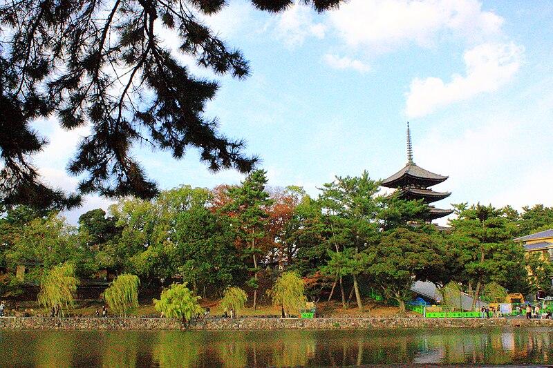 奈良公園・猿沢池