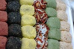 240px-Korean_rice_cake-Tteok-Gyeongdan-02.jpg