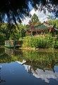 Kraichtal - Münzesheim - Asiatischer Garten - Teehaus unter Zweigen hindurch gesehen.jpg
