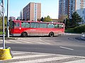 Kruhový objezd Hviezdoslavova - Michnova - Hněvkovského, autobus 1334.jpg