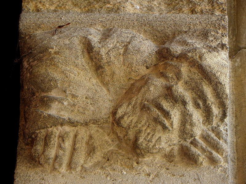 Corbeau droit de la porte gauche. Portes jumelées du portail central de la basilique Notre-Dame de l'Épine (51).