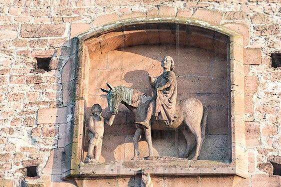 Ladenburg, Martinstor, Skulpturengruppe Mantelteilung 20170601 001.jpg