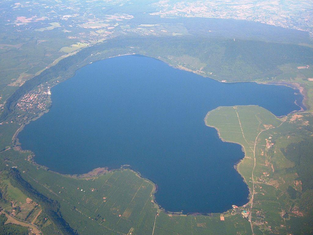 File Lago Di Vico Vista Aerea 1 Jpg Wikimedia Commons