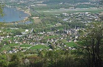 Le Bourget-du-Lac - Le Bourget-du-Lac, with the Lac du Bourget, Savoie Technolac, and Chambéry Airport
