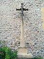 Le Breuil (Rhône) - Croix devant église (août 2018).jpg