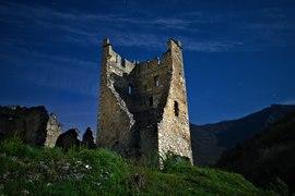 Le château de Miglos sous la pleine lune.tif
