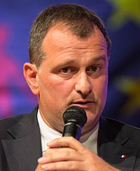 Louis Aliot 2015 02 (cropped) (cropped).jpg
