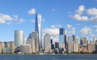 Wolkekretsers in Oonder-Manhattan. Links vaan 't midden 't World Trade Center.