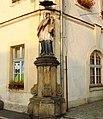 Lubawka, figura św. Jana Nepomucena przy ratuszu.jpg